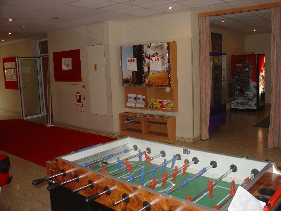 Red Carpet Hostel Vienna : Gaming area