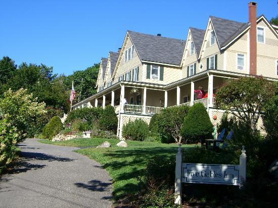 Five Gables Inn: View of Inn from Driveway