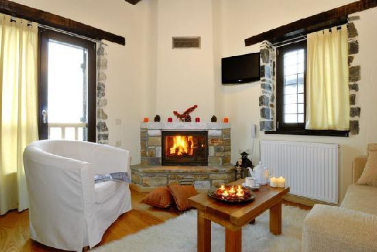 Mouresi, Yunani: Suites with fireplace and view