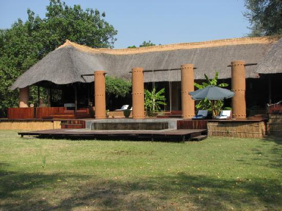 Luangwa River Camp : Luangwa River Lodge