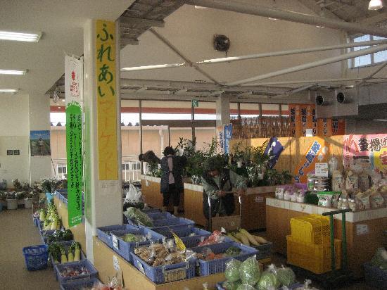 Michi-no-Eki Akabane Loco Station : 野菜売り場 ふれあいマーケット