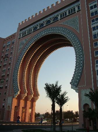 Movenpick Ibn Battuta Gate Hotel Dubai : Gate at Sunset