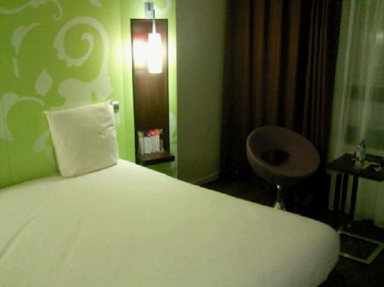 ibis Styles Evry Cathedrale : Room