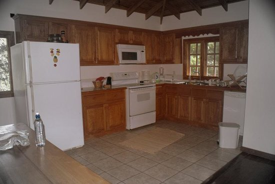 Blenny House and Cabins: Kitchen area