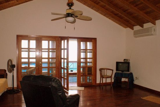 Vivaro Roatan: Living room