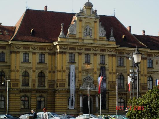 Zagreb, Kroatien: the national theatre