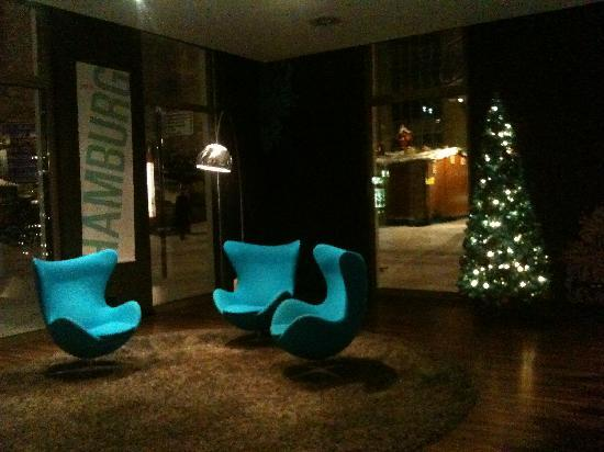 Motel One Leipzig-Nikolaikirche: Reception area