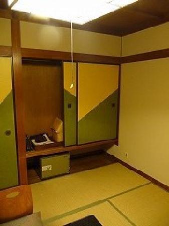 Ryokan Sensui: この浴衣と丹前とかごバッグを持って外湯めぐりに行きます。