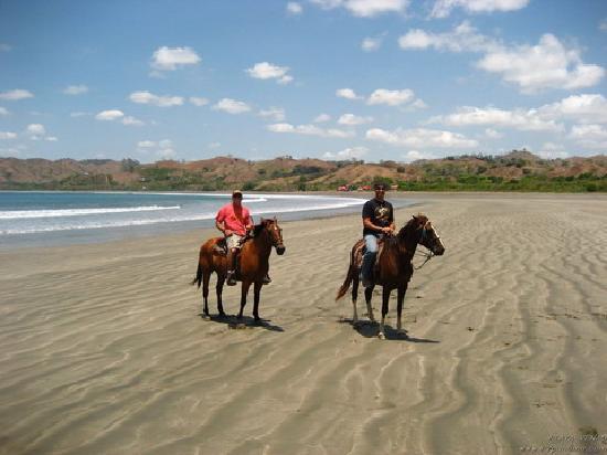 El Sitio Playa Venao: Riding Horses