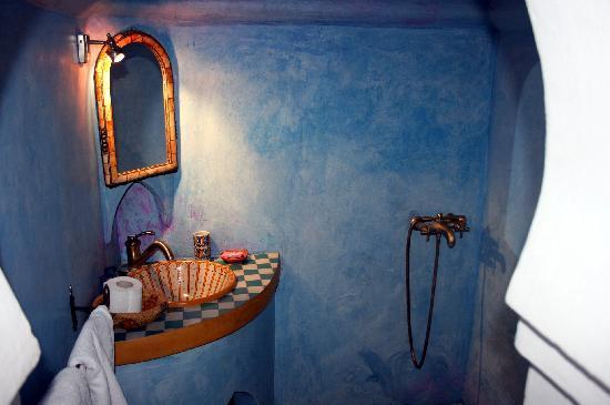 Dar Gabriel : shower/basin/toilet