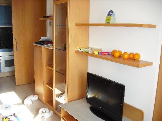 Hotel Arrahona: living room 2