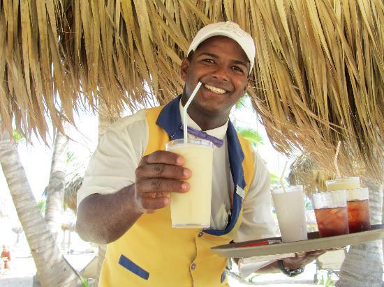 Iberostar Grand Hotel Bavaro: Bedienung am Strand