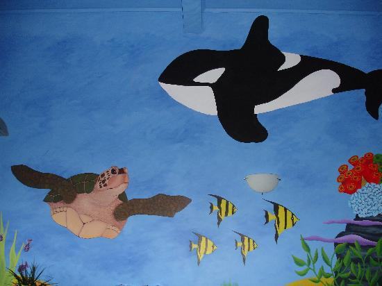 Fish Tank Lodge: Wall paintings