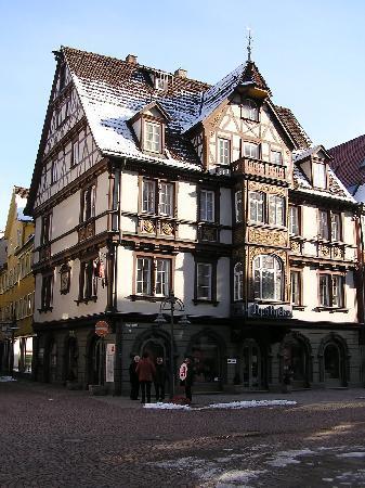Heidenheim an der Brenz, เยอรมนี: Altes Gebäude in der Fußgängerzone (Apotheke)