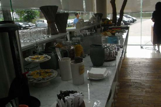 Morrissey Hotel Residences: breakfast