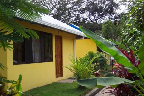 Iguanas & Congos Inn: Our cabin
