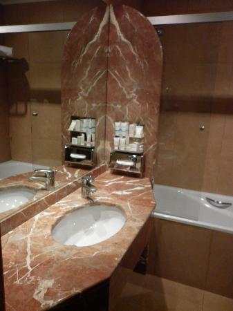 เมอร์เคียว โรมเวสท์: bathroom