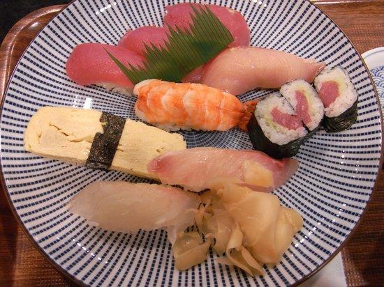 Yabase: お寿司の盛り合わせ