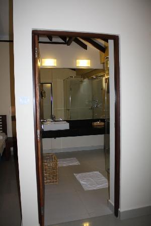 Club Hotel Dolphin: bathroom