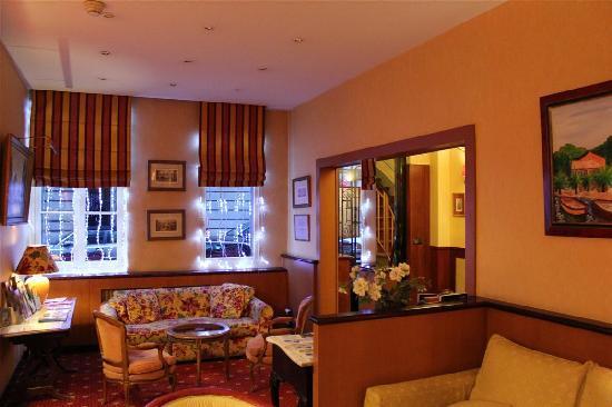 Hotel Residence Foch: The Lobby