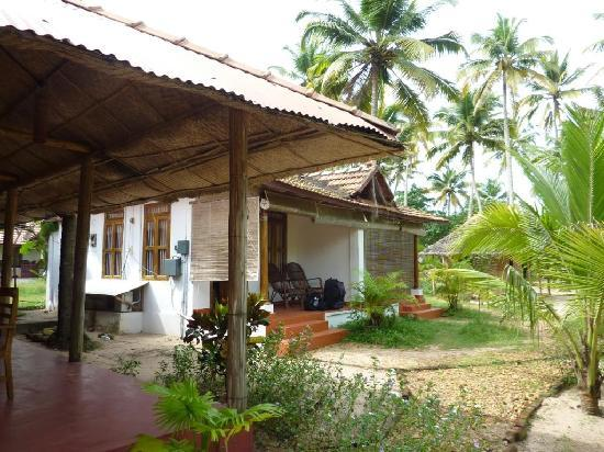 Ananda Beach Home: Bungalows / Jardin