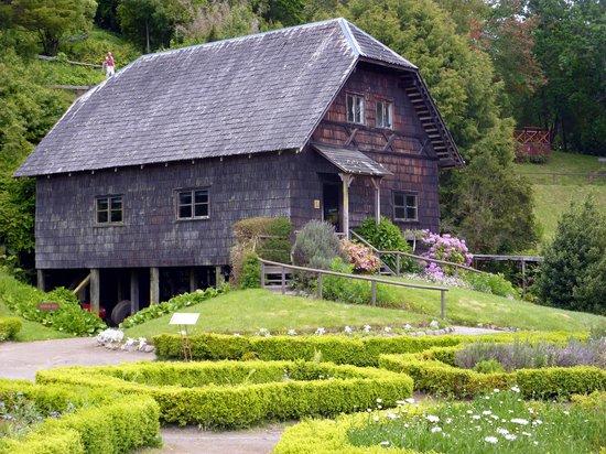 Frutillar, Chile: Auch eine alte deutsche Mühle steht 3im Museums-Park