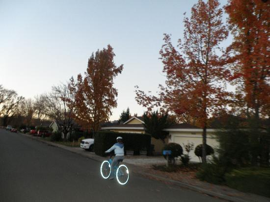 Calistoga Bikeshop: Riding Thru a Neighborhood