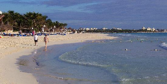 Secrets Maroma Beach Riviera Cancun: Walking on the beach