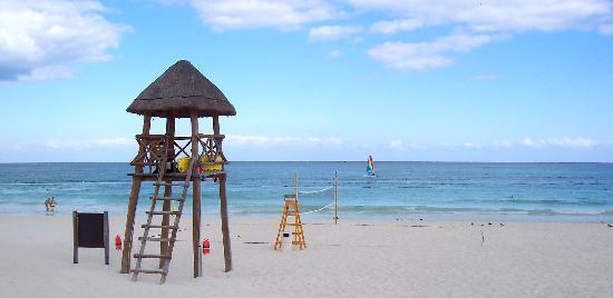 Secrets Maroma Beach Riviera Cancun: Beach volleyball court