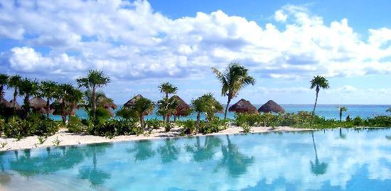 Secrets Maroma Beach Riviera Cancun: Reflective pool
