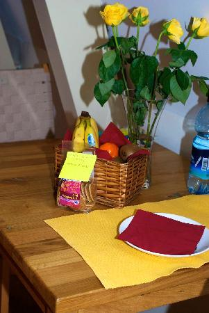 CityCenter Bed and Breakfast Amsterdam: My Fruit Basket.  So Thoughtful.