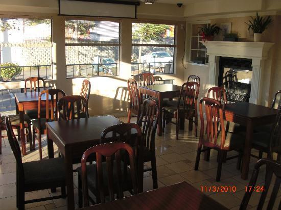 Econo Lodge Renton: breakfast room