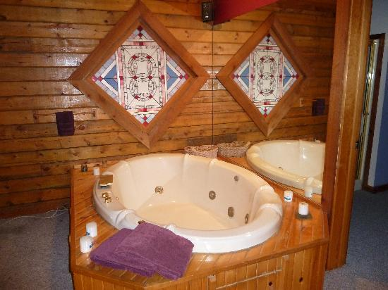 Hidden Valley Guest Ranch: Jacuzzi