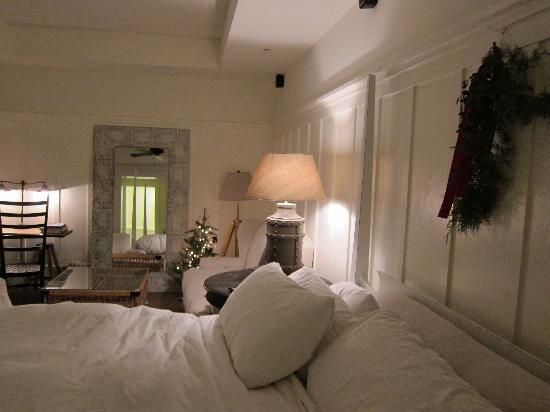 Farmhouse Inn: Comfy bed