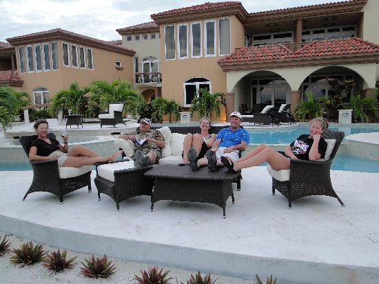 Belizean Cove Estates: Relaxing with family by the pool