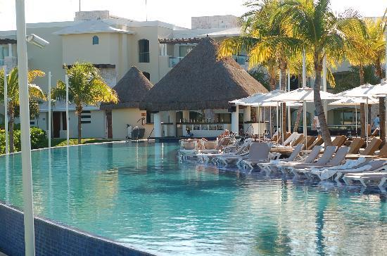 Moon Palace Cancun : the pool by the Caribeno