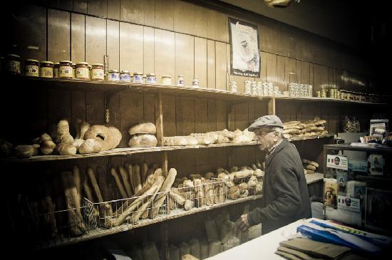 Antique Bar & Bakery: Being served the goodness on a cold snowy night