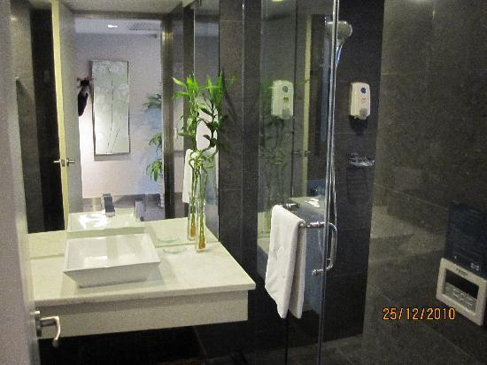 Yiwu Commatel Hotel: Bathroom