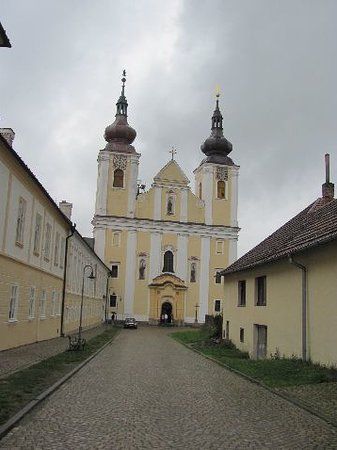 Nova Rise, Republika Czeska: central the church, at the left side the monastery