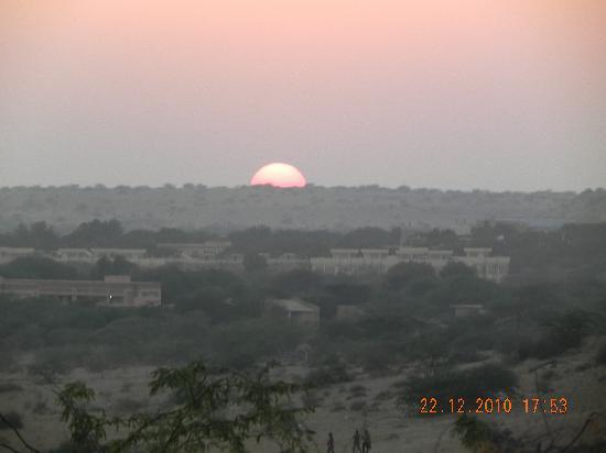 ‪‪Himmatgarh Palace‬: View of sunset from Hotel‬