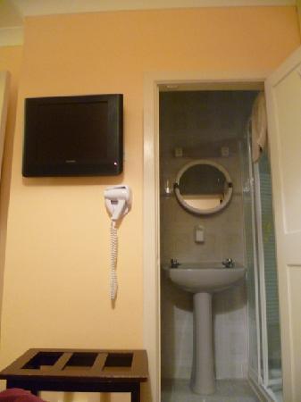 Roncalli House: room - 2