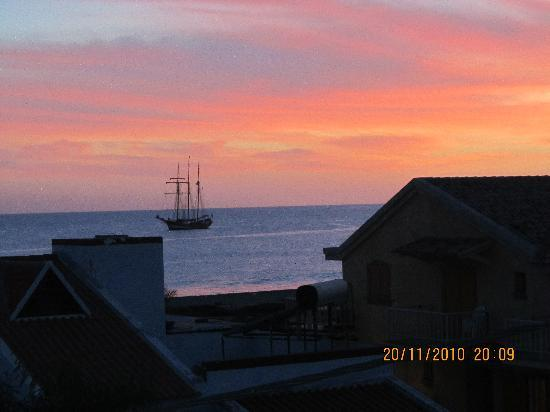 Aparthotel Ponta Preta: Sunset view from balcony