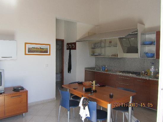 Aparthotel Ponta Preta: Kitchen/living room