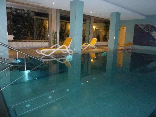 Apollo Hotel: Pool Area