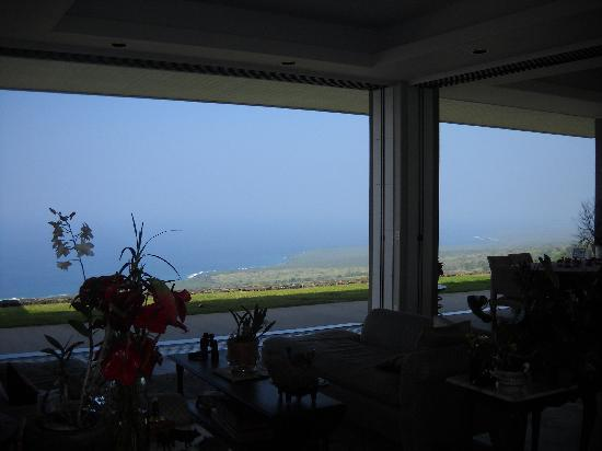 Horizon Guest House: The beautiful coastal views from the living room and dining room