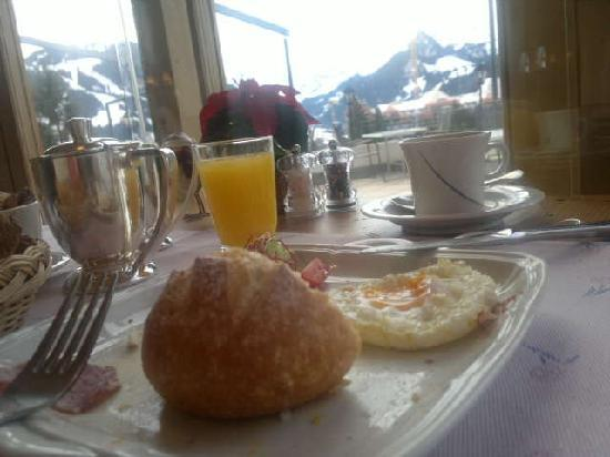 Hotel Le Grand Chalet: Alpine Breakfast