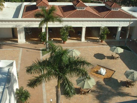 Real InterContinental San Salvador at Metrocentro Mall : Down on the courtyard