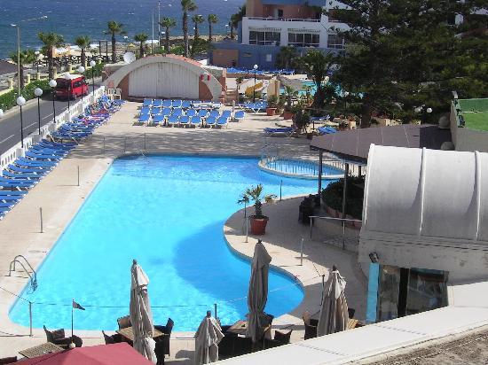 Dolmen Hotel Malta: Poolblick