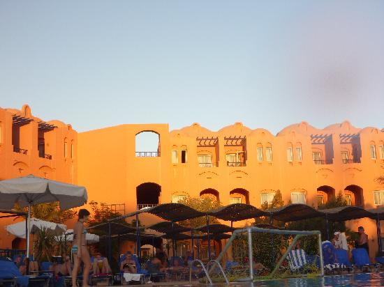 Jaz Makadi Oasis Resort & Club: piscine