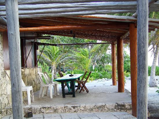 Rancho Caphe Ha: Patio eating area